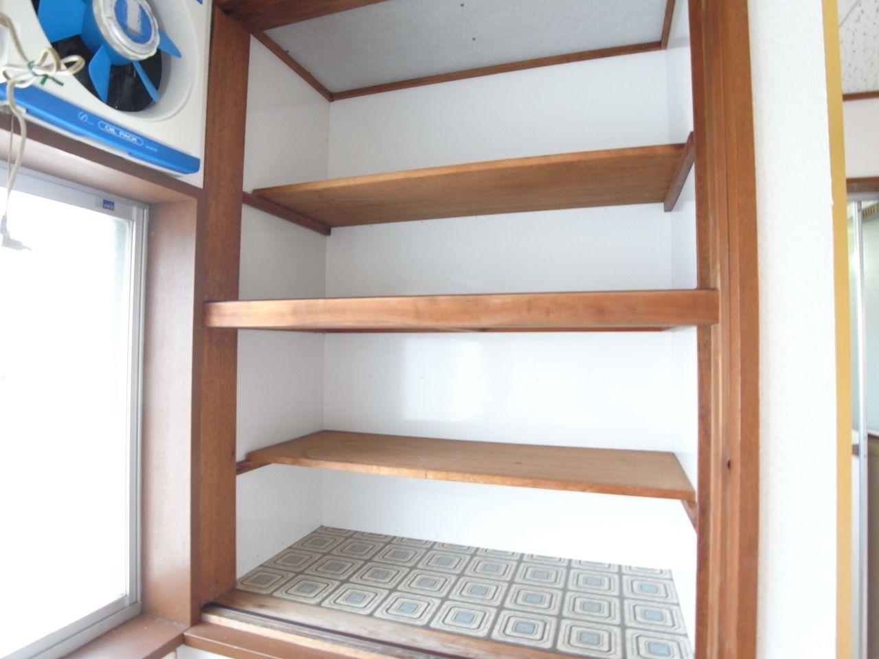 たっぷり収納できて便利な収納棚