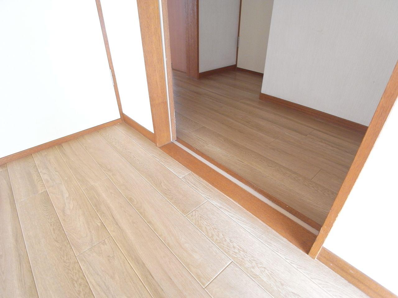 廊下と洋室は同じカラー