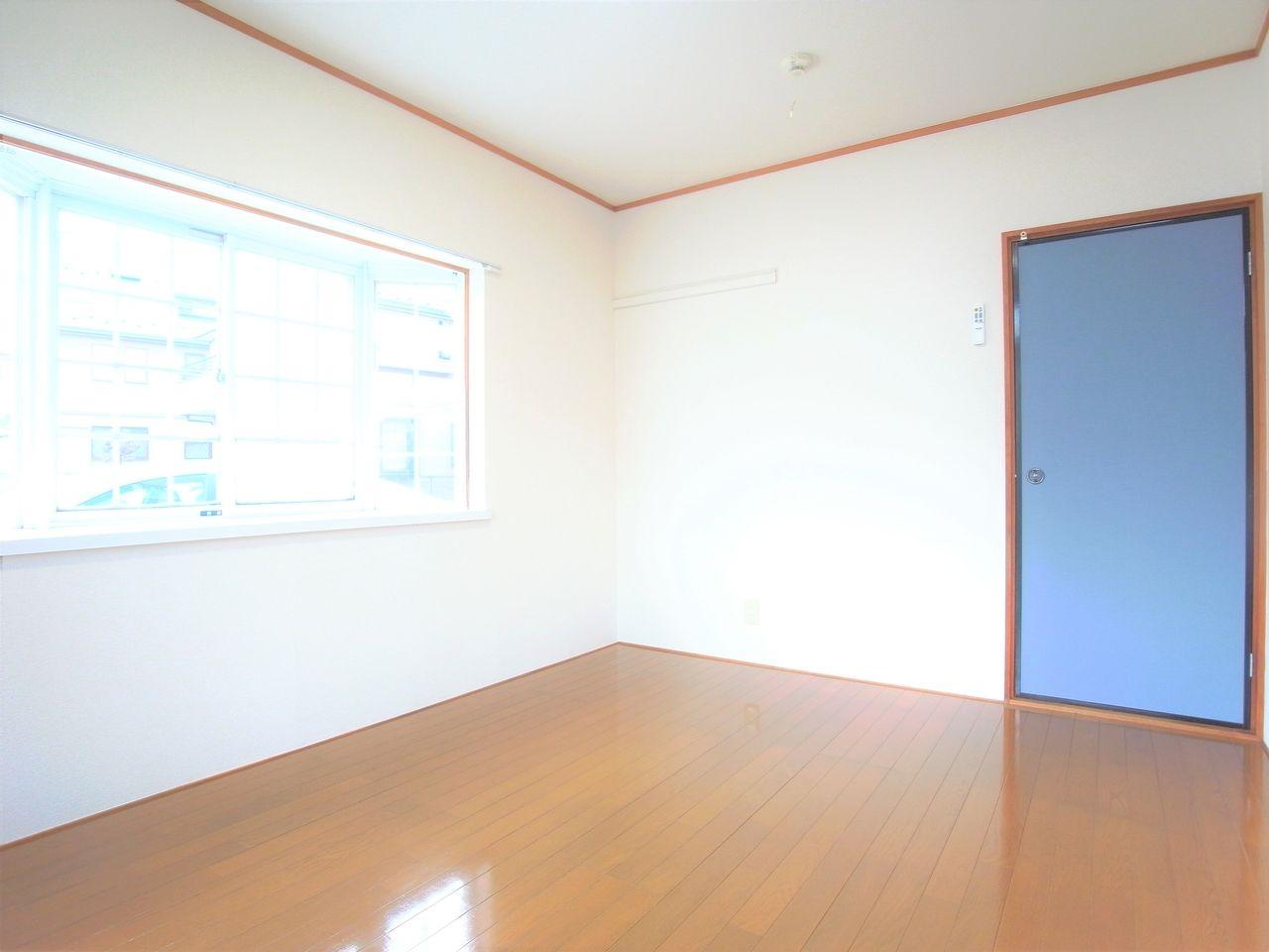 2面採光の明るいお部屋です