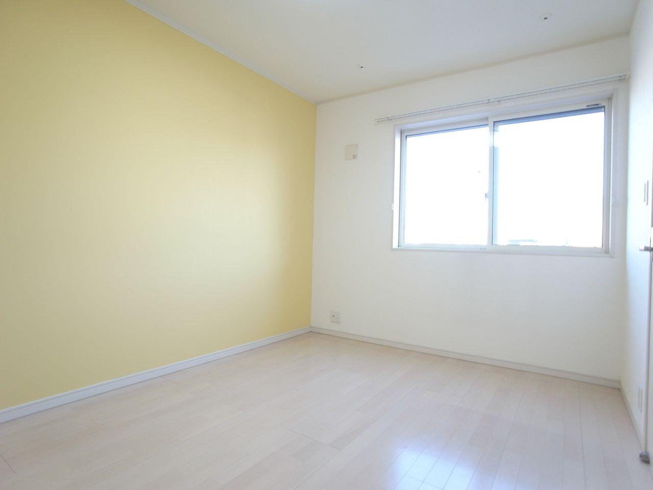 床が白い色味だから明るさが増すイメージ