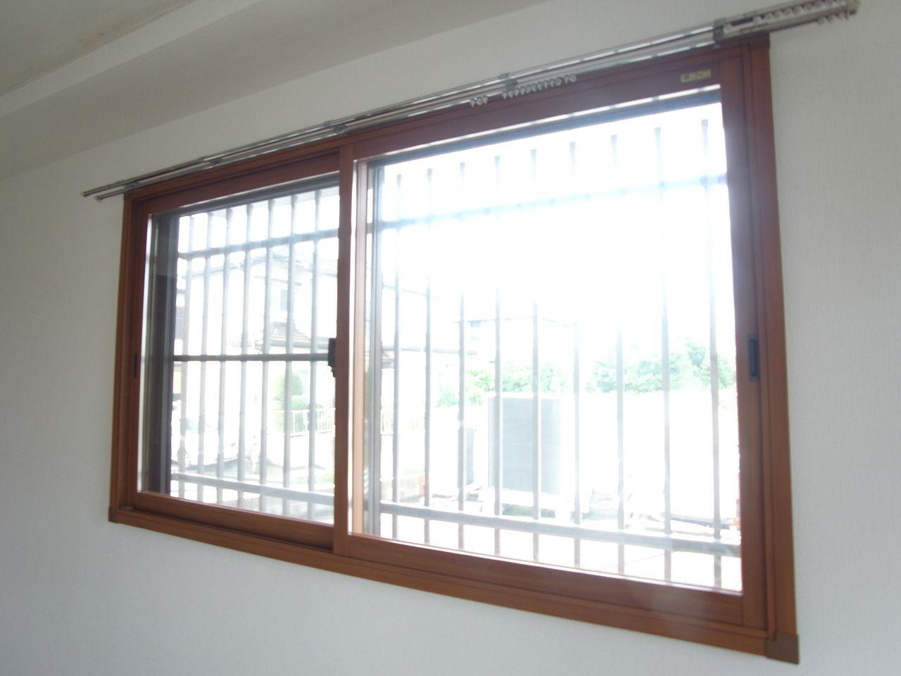 内側の窓はペアガラスです