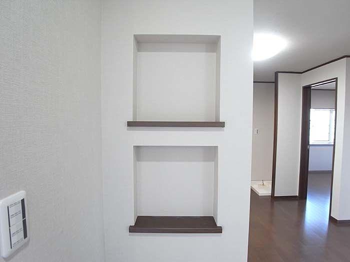 飾り棚として、また普段使いのカギを置くスペースにも