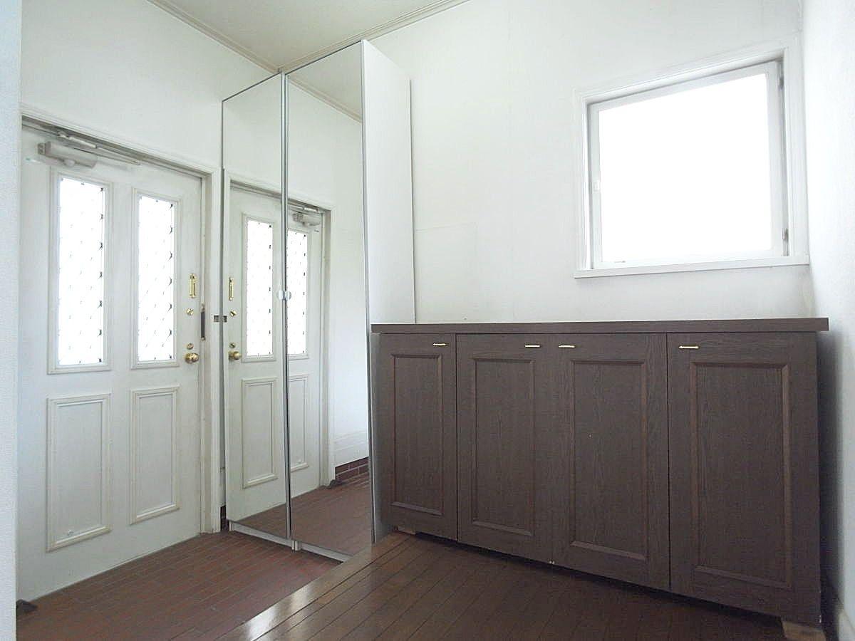 真鍮使いの玄関ドアは輸入住宅らしさをUPさせてくれます