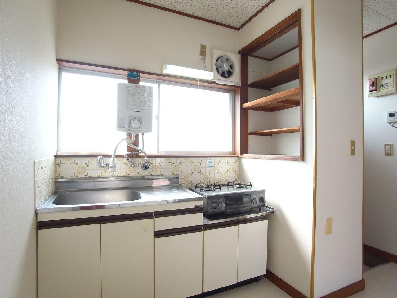 収納棚もあり、適度な広さで使いやすいです