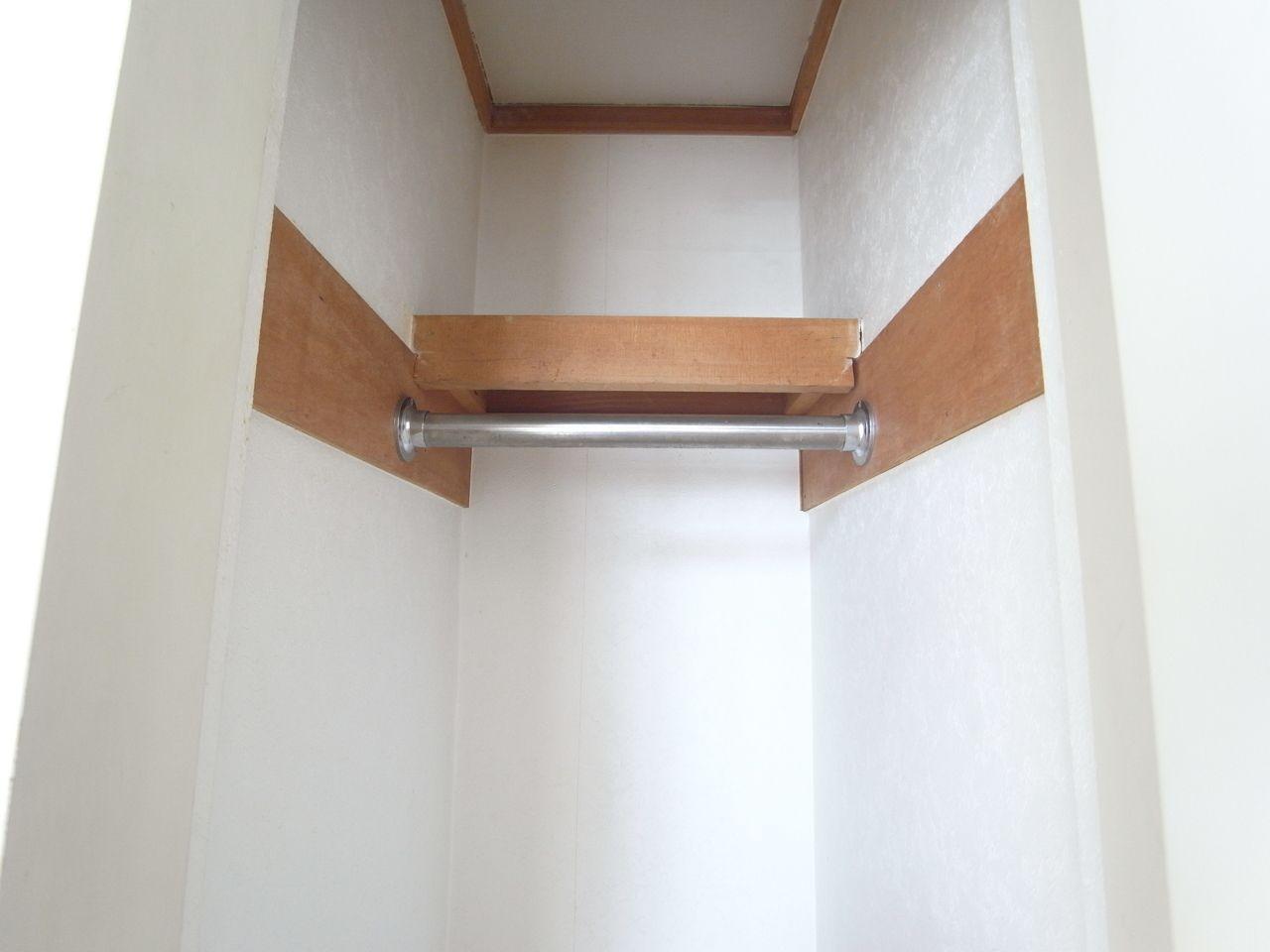 枕棚があるので上部まで収納可能