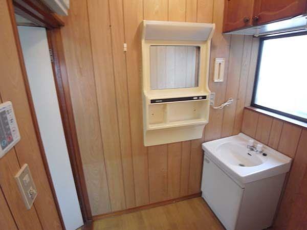 洗面台と鏡と吊戸