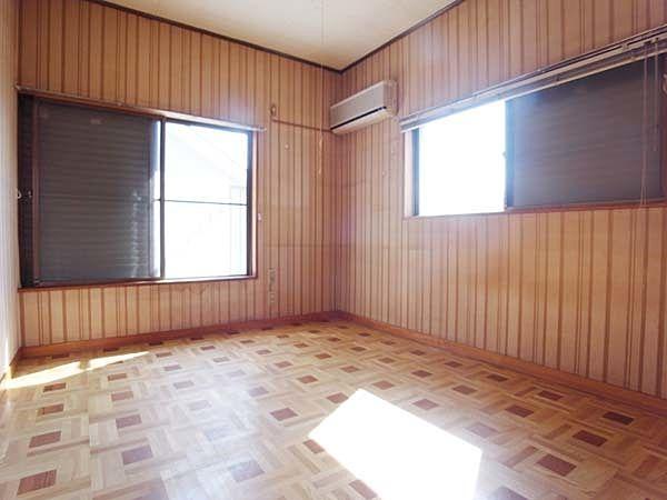 バルコニーに面した明るいお部屋です