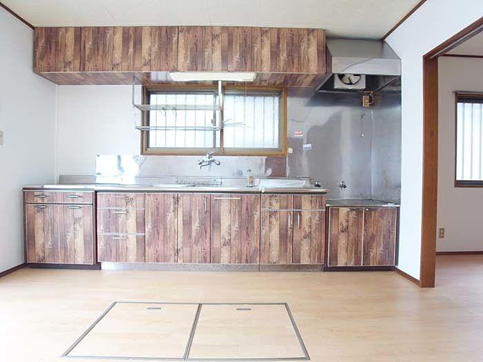 シートで木目調にされたキッチン♪