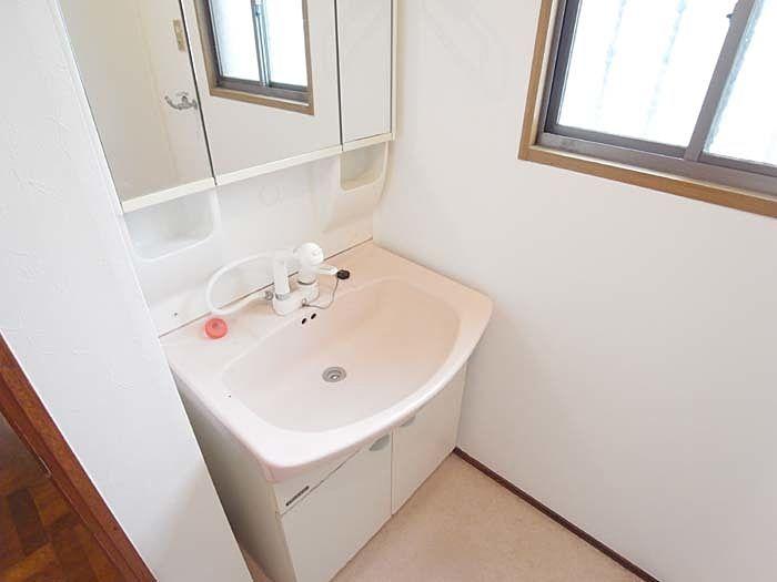 シャワー付きの洗面台は便利に使えます