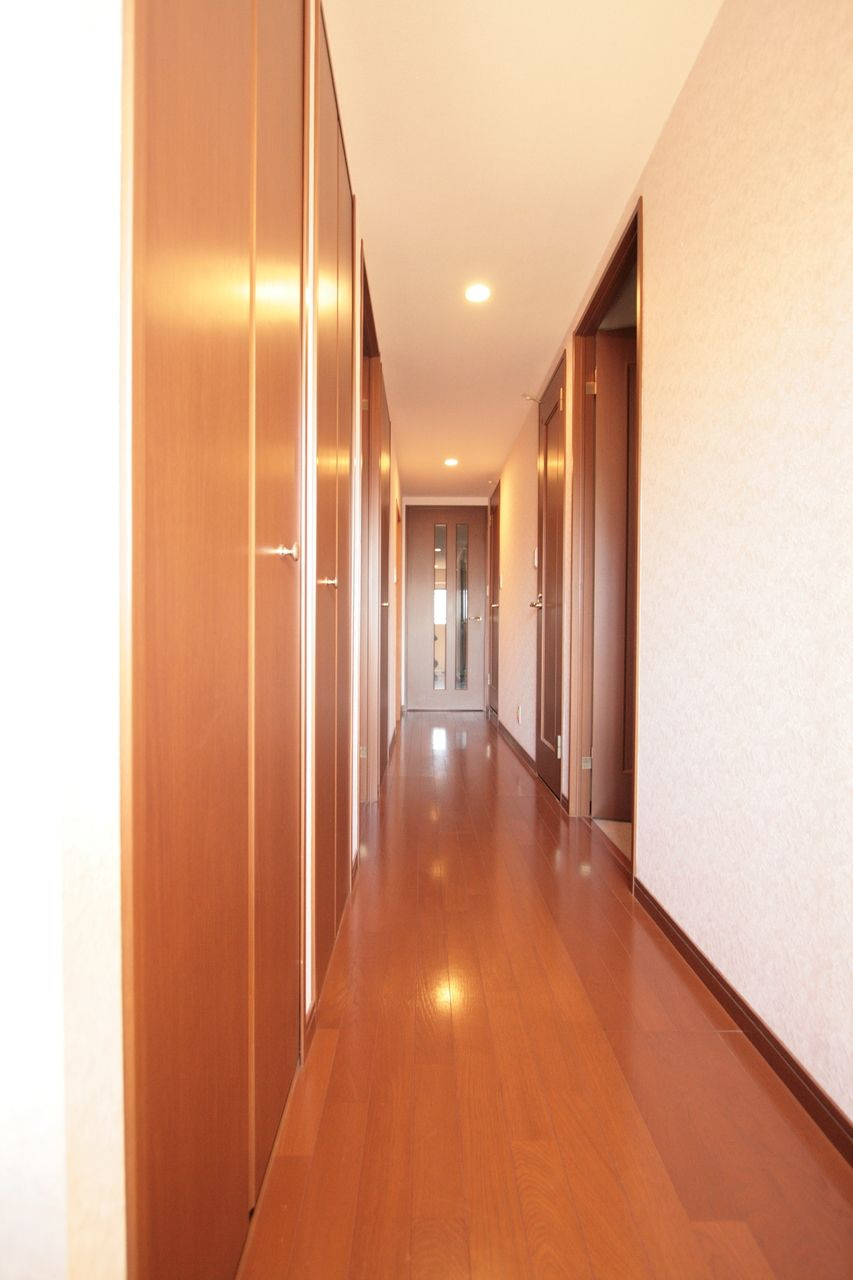 玄関の照明は自動点滅なので、扉を開けると点灯します。