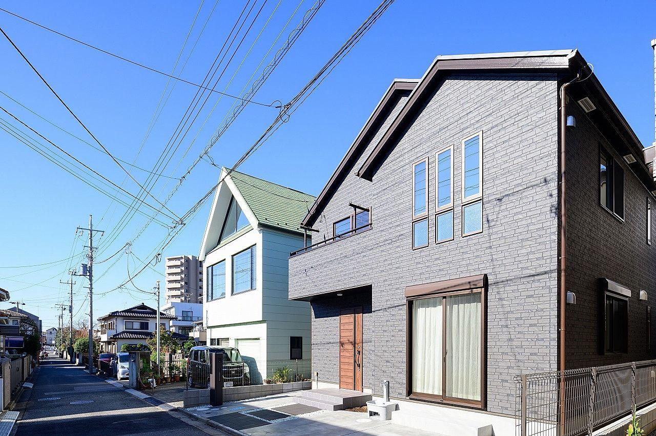 南道路で南側の建物との間隔も広いので、冬でも陽当り良好です。