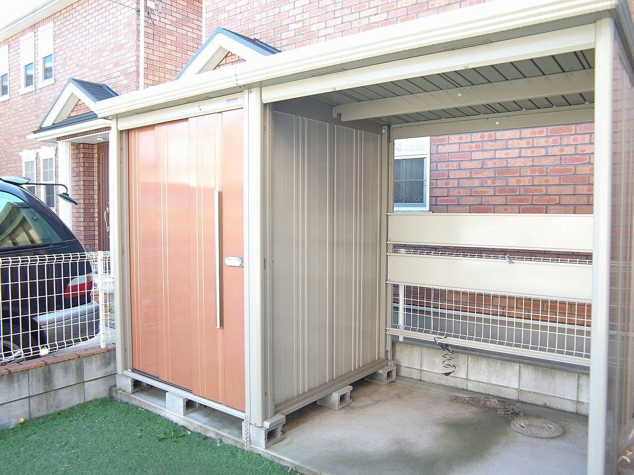 物置としても使え、屋根付き駐輪場としても使えます。